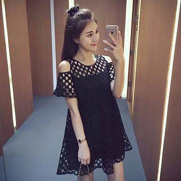 Đầm Ren Cut Out Xinh Xắn