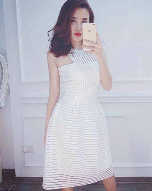 Đầm Ren Sọc Cổ Yếm Julia