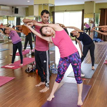 Khóa Học Yoga 1 Tháng – CLB Thế Giới Xanh