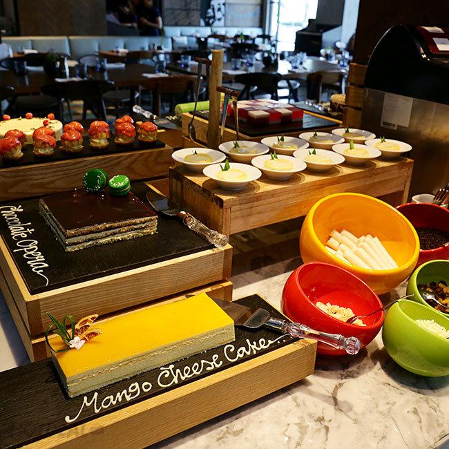 Buffet Trưa Hải Sản Cao Cấp Tại Khách Sạn 5 Sao Renaissance...
