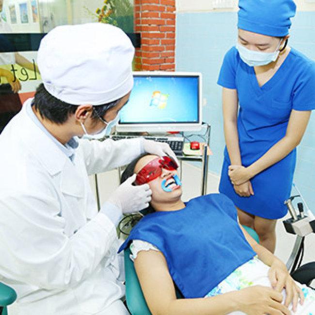 Răng Sứ Titan - Bảo Hành 07 Năm Tại Nha Khoa Á Âu Plus