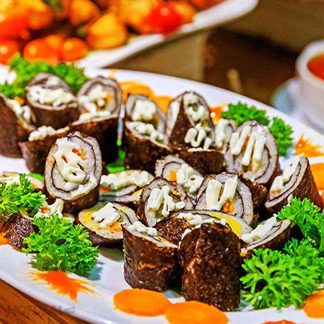 Buffet Trưa Trên 40 Món Hấp Dẫn Tại Khách Sạn Blue Diamond 3*
