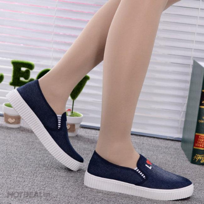Giày Lười Nữ Vải Jean In Chữ
