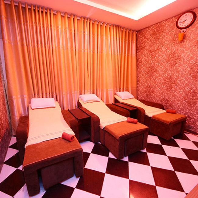 Lotus Spa - 70 Phút Massage: Foot + Body + Đá Nóng + Ngâm Chân Thảo...