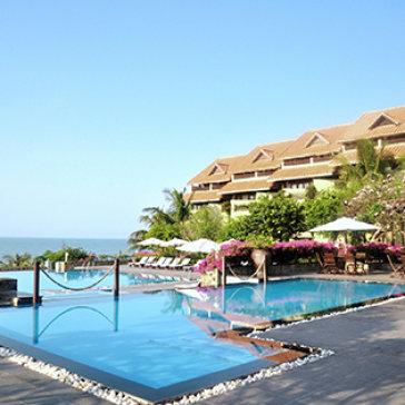 Romana Resort 4* Phan Thiết 2N1Đ - Gồm Ăn Sáng + Ăn Trưa Set Menu/Lẩu Thả + 01 Suất Massage + Xe Đưa Đón Đến Resort + Tặng Bánh Kem - Cho 02 Người Lớn & 01 Trẻ Em