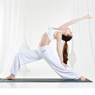 CLB Dáng Ngọc 1 Tháng Tập Yoga Miễn Phí Thảm Tập, Tủ Đựng Đồ.