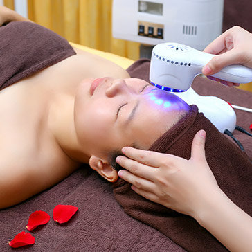 Miễn Tip, 90 – 120 Phút Điều Trị Mụn/ Chạy Collagen Sáng Hồng Da Và Trị Da Sạm Đen/ Hấp Trắng Body Bằng Thuốc Bắc Tại Nhung's Spa