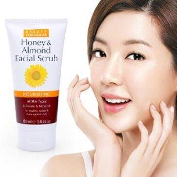 Sữa Rửa Mặt Tẩy Da Chết Mật Ong, Hạnh Nhân Beauty Formulas NK Anh Quốc 150ml