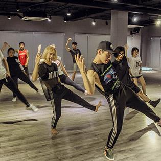 LIFEDANCE Studio - Cùng Dancer Quang Đăng Phát Triển Khả Năng Nhảy Múa Với Project 3 Buổi Tập Chuyên Nghiệp