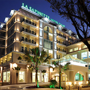 La Sapinette Hotel 4* Đà Lạt 3N2Đ – Phòng Deluxe – Gồm Ăn Sáng Hằng Ngày và 1 Bữa Ăn Tối Dành Cho 2 Khách – Không Phụ Thu Cuối Tuần