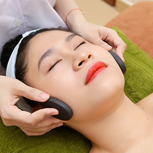 She's Beauty Spa - Trải Nghiệm 1 Trong 3 Gói Dịch Vụ: Massage Body/ Trị Mụn/ Nối Mi 3D