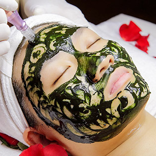 (100') Massage Body + Cấy Nano Tảo Xoắn Tươi Nhật Bản + Giảm Béo Siêu Tốc + Điều Trị Mụn, Thâm + Hút Chì + Chạy Vitamin C - Yna Spa & Clinic 5*