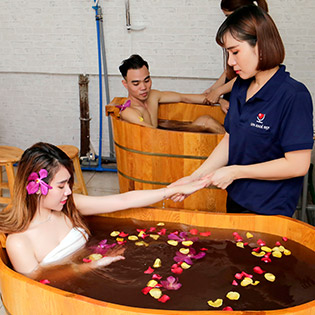 Phục Vụ 24/24 Combo Đặc Biệt: Massage Body/ Foot Tinh Dầu, Đá Nóng (Có Massage Tại Nhà ) + Tắm Lá Dao Đỏ Phục Hồi Sức Khỏe + Xông Hơi Tại Massage Khỏe Đẹp - 120 Phút