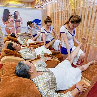 (120') Massage Body Nhật + Thái + Massage Foot + Steambath + Sauna + Jacuzzi + Ngâm Chân + Nằm Gối Nóng Thảo Dược - Foot Massage Ngọc Huyền