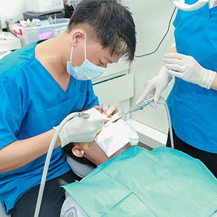 Nha Khoa Famidental Care - Cạo Vôi/ Trám Răng/ Tẩy Trắng/ Đính Đá Kim Cương/ Răng Sứ Titan/ Răng Toàn Sứ Zirconia 100% Của Đức