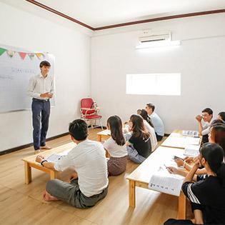 Khóa Học 30 Buổi Tiếng Anh Giao Tiếp Cấp Tốc Cho Người Mất Gốc Tại The Max English Center
