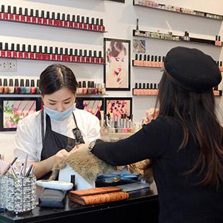 Sơn Sửa Móng, Làm Gel Chuyên Nghiệp tại Salon Tóc Đẹp