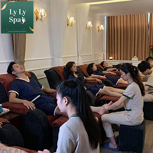 50 Phút Massage Chân Chuyên Sâu Tại Ly Ly Spa - Foot & Body Massage