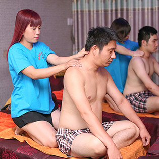 (100') Massage Body Đá Nóng + Massage Foot + Xông Hơi Ướt + Khô + Ngâm Chân + Nằm Gối Nóng Thảo Dược - Foot Massage Trùng Dương