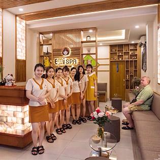 Bấm Huyệt Shiatsu Nhật Bản + Massage Trị Liệu, Nhức Mỏi Vùng Cổ, Vai + Gáy + Lưng Tại Emi Spa 5* Giúp Máu Huyết Lưu Thông, Giảm Stress, Các Cơn Đau Cột Sống